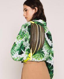 Sac banane en similicuir imprimé papillons Imprimé Papillon Vert «Camouflage»/ Jaune Fluo Femme 201TA7244-0S