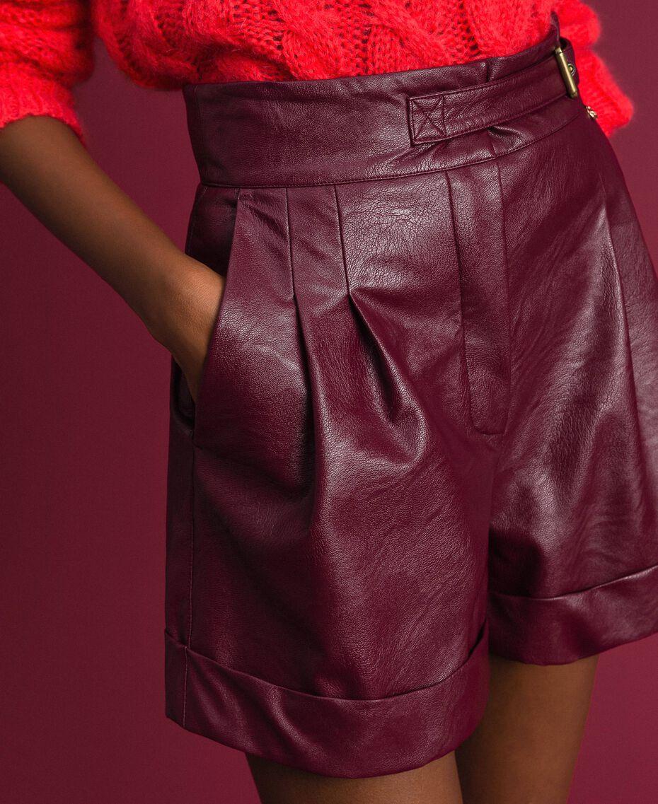 Short en similicuir Rouge Velours Femme 192TT203A-03