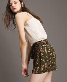 Shorts mit Tiermuster Motiv Tiere Amazonasgrün Frau 191LM2UJJ-