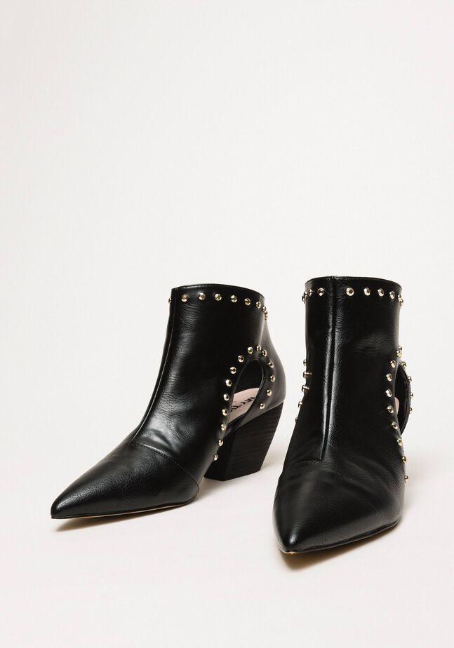 Ankle-Boots mit Cut-out und Nieten