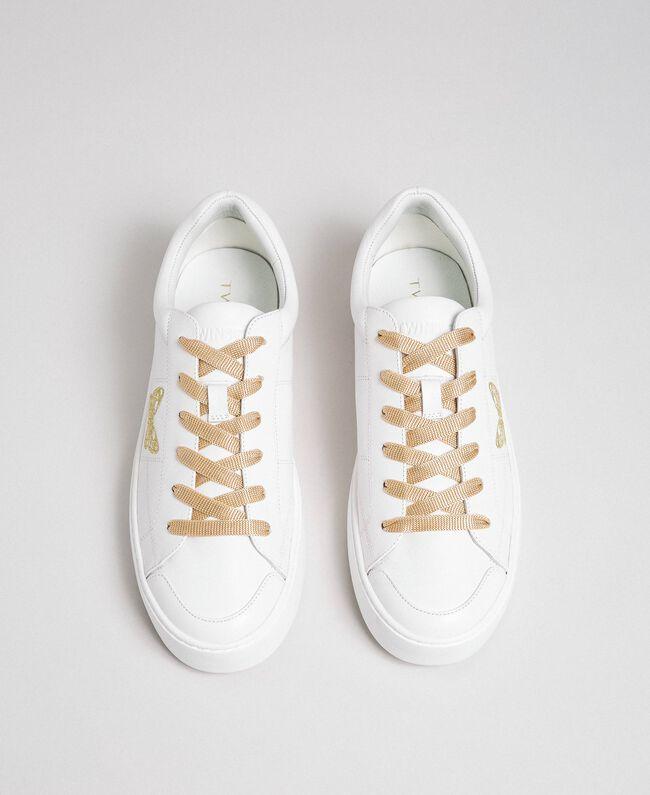 Baskets en cuir avec papillon brodé Blanc Femme 192TCP06A-04