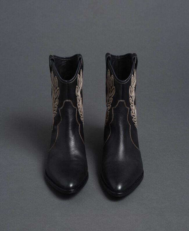 Texas ankle boots with embroidery Black Woman 192TCT06C-05
