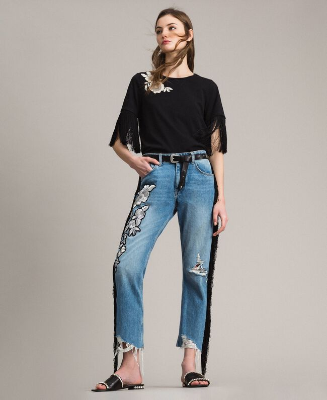 c23b217b01d Boyfriend jeans with floral patch and fringes