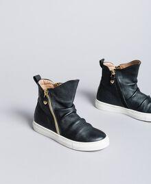 Baskets modèle bottines en cuir Noir Enfant HA88B1-02