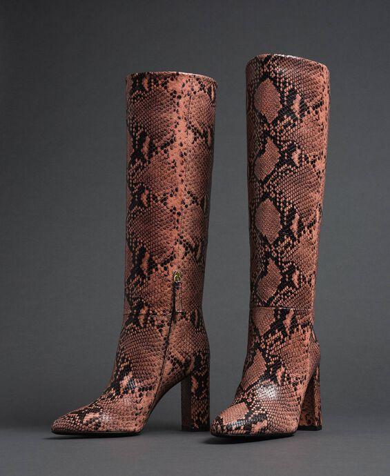 Stivali alti in pelle con stampa animalier
