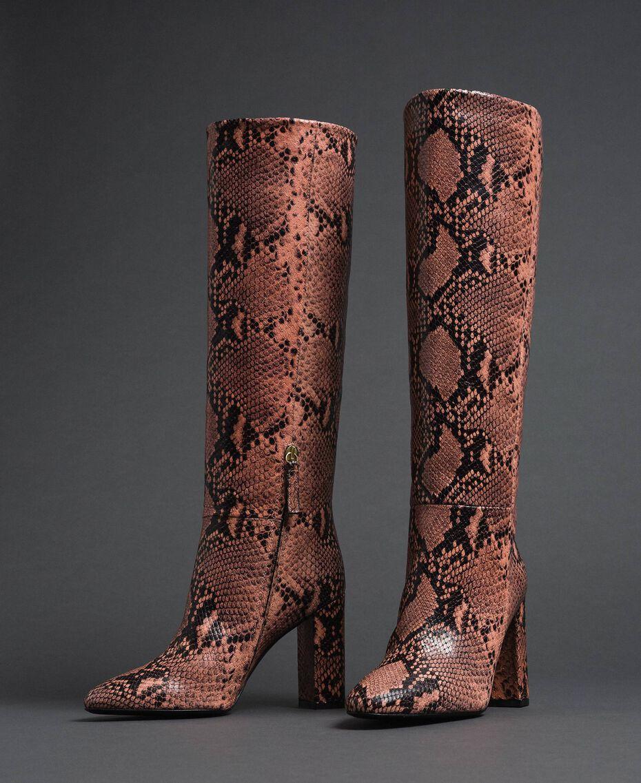 Высокие кожаные сапоги с животным принтом Питоновый Принт Розовый Мусс женщина 192TCP108-01