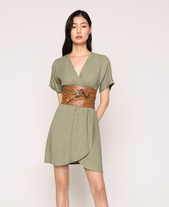 Платье из парусины с деталями из искусственной кожи