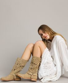 Bestickte Wildleder-Stiefel Nougat Beige Frau 191TCP118-0S