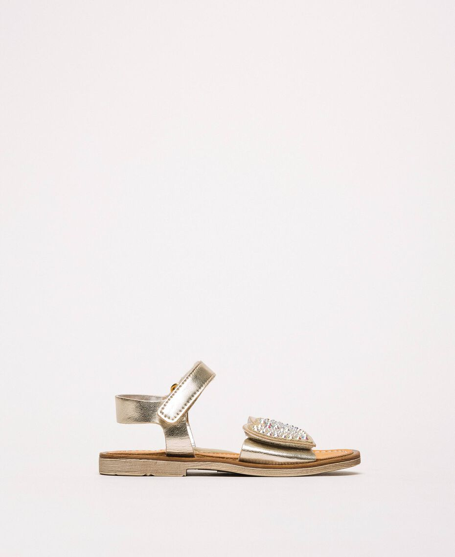 Sandalen aus laminiertem Lederimitat mit Herz Gold Gelb Kind 201GCB040-02
