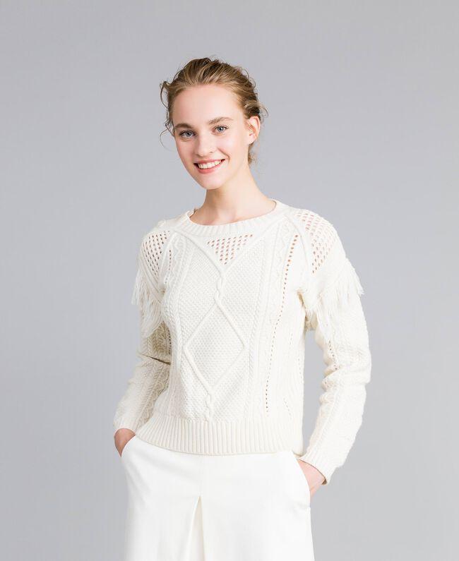 Pullover aus Wollmischung mit Fransen Weiß Schnee Frau PA83BA-03
