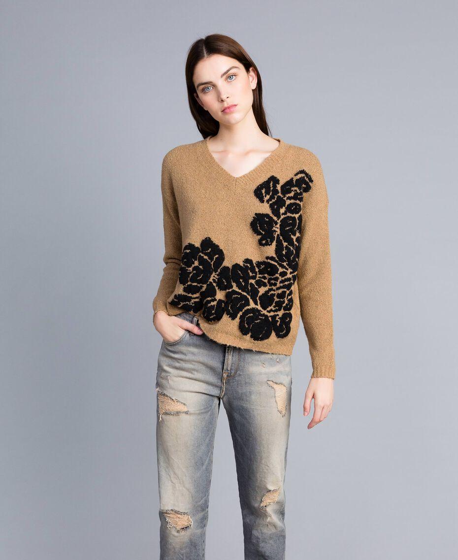 """Zweifarbiger Pullover mit Blumenintarsie Zweifarbig """"Cookie""""-Beige / Schwarze Blume Frau TA8393-02"""