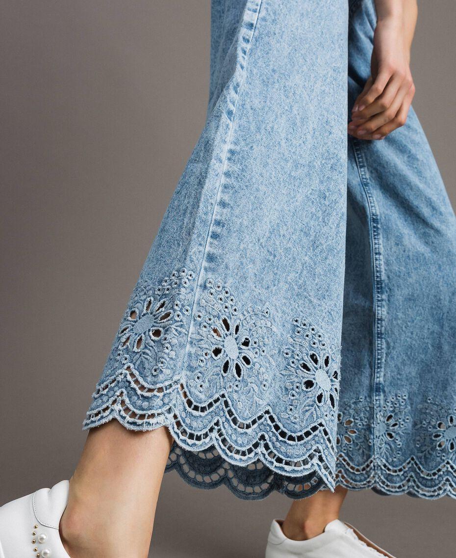 Weit geschnittene Jeans mit Broderie-Anglaise Denimblau Frau 191MP2010-05