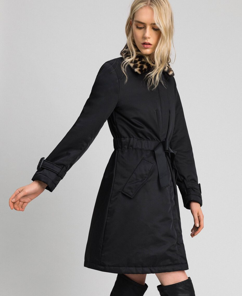 Mantel aus technischem Satin mit Animal-Kragen Schwarz Frau 192MP2121-02