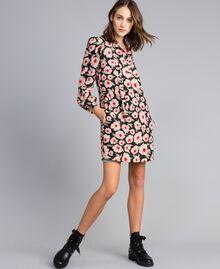 "Kleid aus bedrucktem Crêpe de Chine Print ""Wind Flower"" Karamell / Schwarz Frau YA82FN-01"