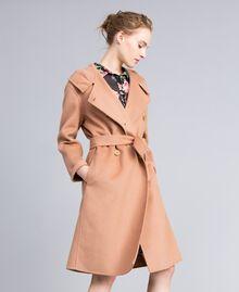 Zweireihiger Mantel aus doppellagigem Tuch Camel Frau PA8263-01