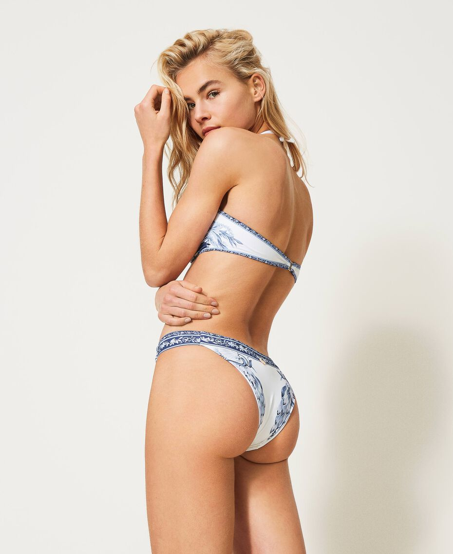 Bikini estampado con bandeau y tanga Azul «Patch Porcelain Blue And White» Mujer 211TTM672-03