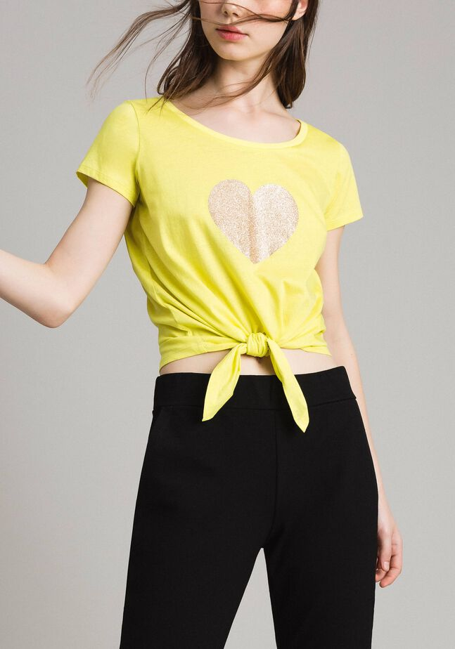 T-shirt cropped con cuore