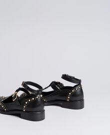 Schuh aus Leder mit Cut-outs und Nieten Schwarz Frau CA8PEU-02