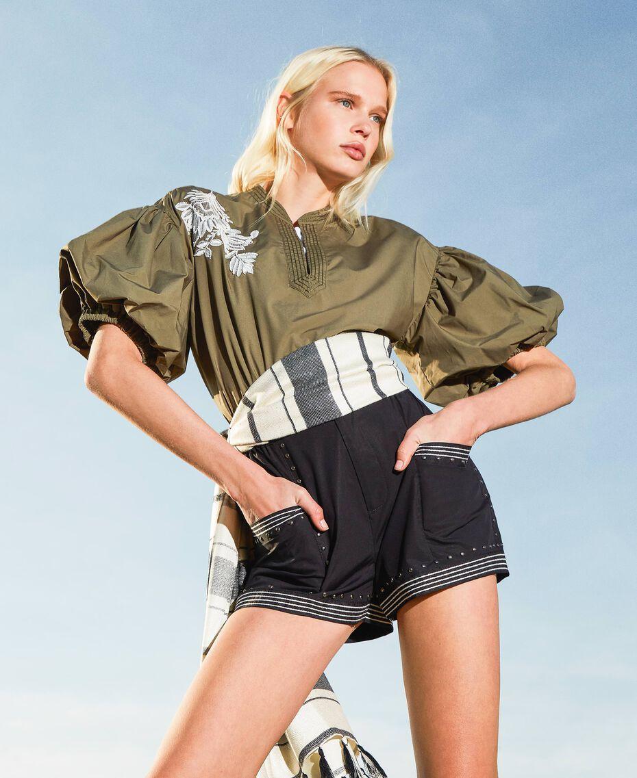 Shorts aus Popeline mit Nieten Schwarz Frau 211TT2484-01