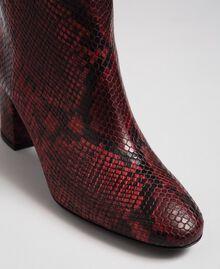 Bottines en cuir avec imprimé animalier Imprimé Python Rouge Betterave Femme 192TCP12Q-03