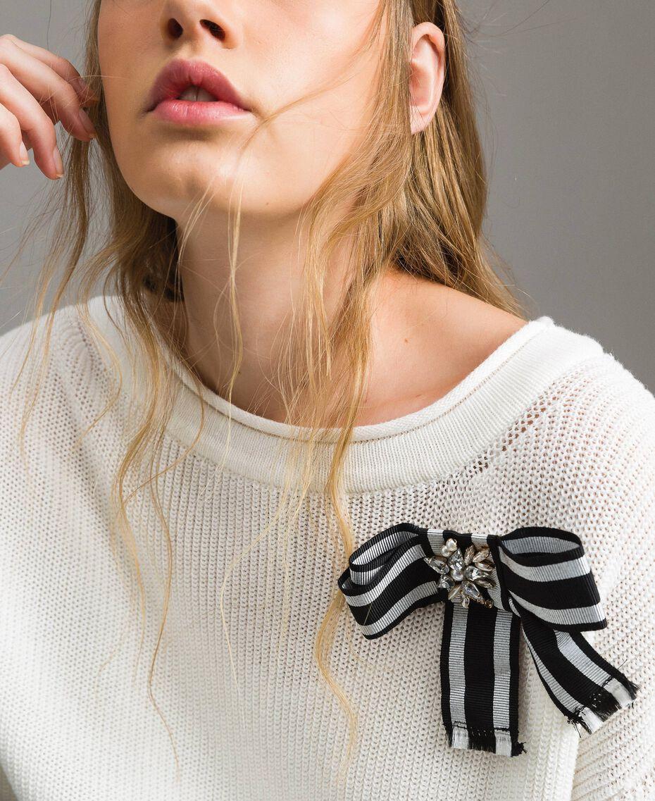 Maxipullover im Color-Block-Look mit Schleifenbrosche White Sahne Frau 191MP3090-01