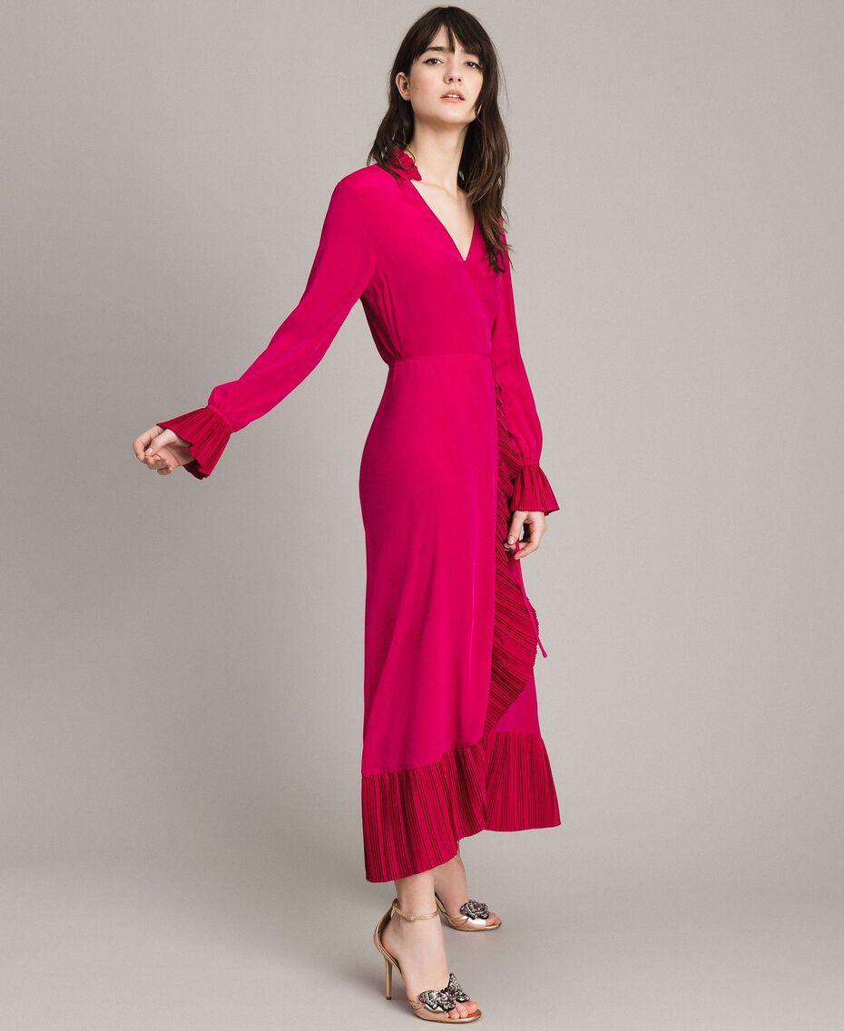 066689c18af Платье с запахом из смесового шелка женщина