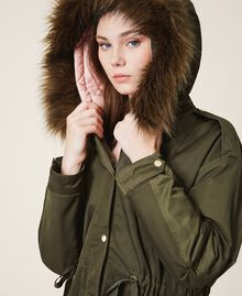 Parka con capucha y pelo sintético Dark Olive Green Mujer 202MP2020-05