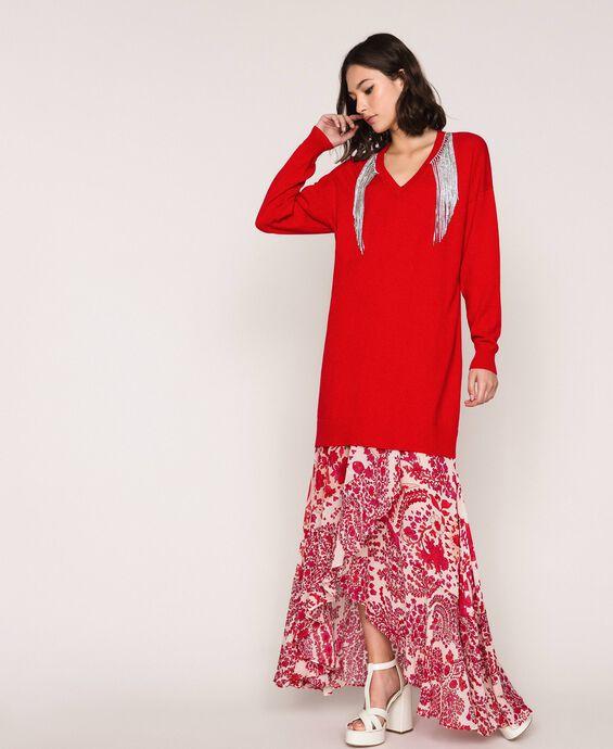 Robe décorée de franges en strass