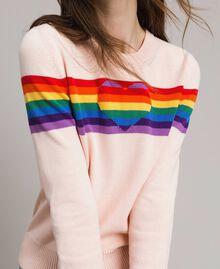 Pullover mit mehrfarbigen Streifen und Herzintarsie Blütenknospenrosa Frau 191TP3011-04