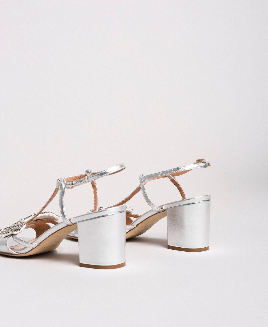 Leder-Sandalen mit Schmuck-Schmetterling Silber Frau 191TCP108-02