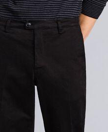 Pantalón de gabardina de algodón Negro Hombre UA82CN-05