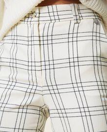 Pantalon cropped en laine mélangée à carreaux Carreaux Bicolore Blanc «Neige» / Noir Femme 202TP254C-06