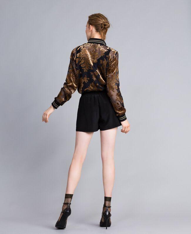 Shorts aus Seide mit Nieten Schwarz Frau PA82EW-03