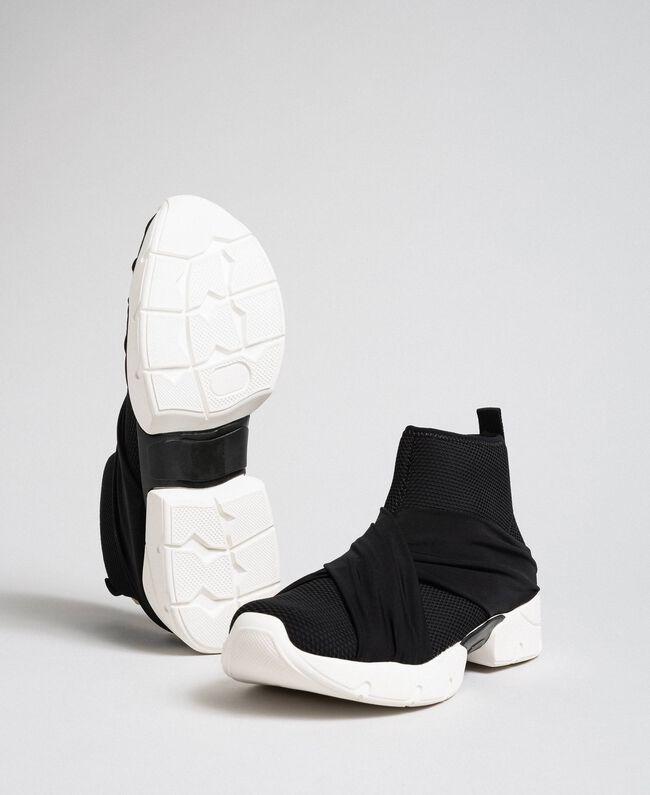 Chaussures de running avec perles et entrecroisement Noir Femme 192MCP068-01