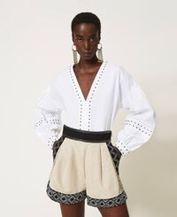 Linen blend shorts with embroideries