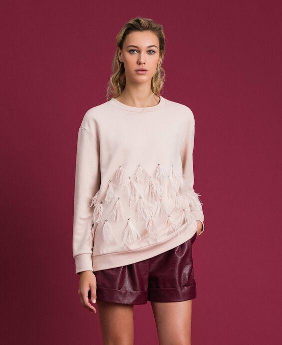 Sweatshirt mit Glassteinen und Federn