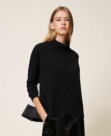 Pull en laine mélangée avec plissé Bicolore Noir / Blanc Neige Femme 202TT3051-01