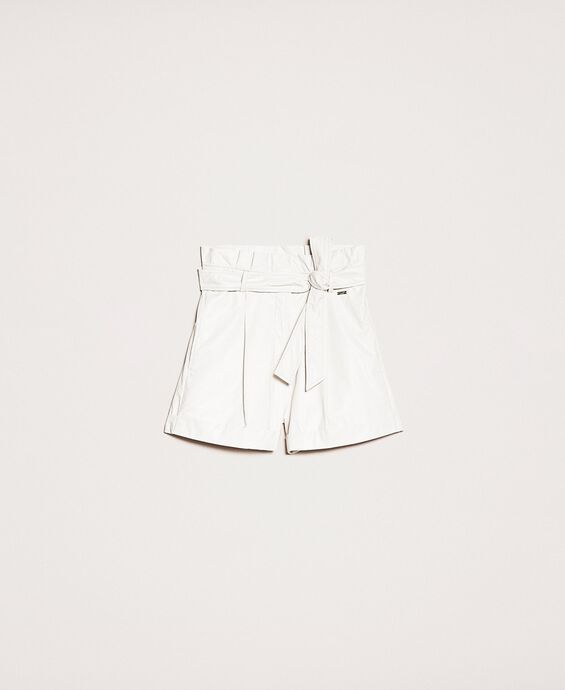 Shorts in similpelle con cintura