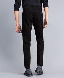 Pantalón de gabardina de algodón Negro Hombre UA82CN-04