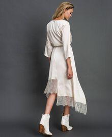 Robe en satin avec volants et dentelle Blanc Vanille Femme 192MP213A-03