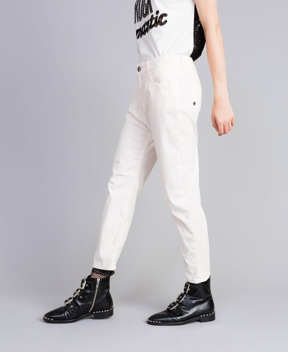 Pantalon girlfriend en gabardine stretch Nacre Femme JA82W4-02