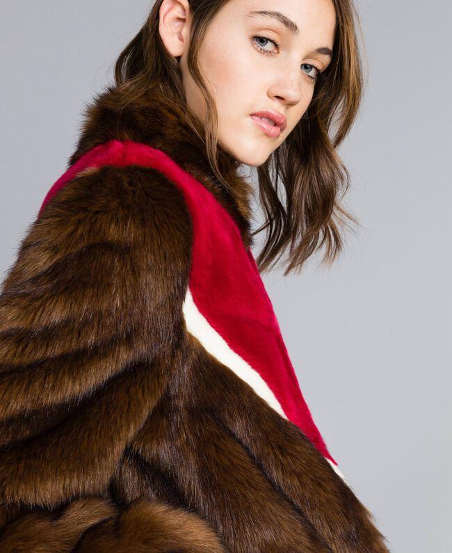 Jacke aus Pelzimitat mit Intarsien Mehrfarbig Mahagoni / Kirschrot-Fuchsia / Perlmutt Frau YA82CB-04