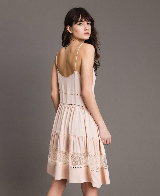 Kleid mit Spitze aus Seidenmischung Blütenknospenrosa Frau 191TP2741-03