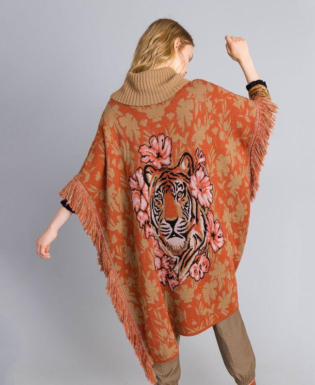 Poncho en maille jacquard florale Jacquard Fleurs & Tigre Femme TA83Z3-01