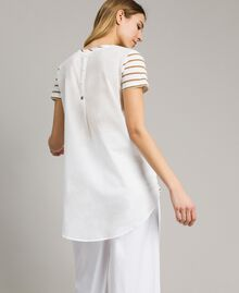 Gestreiftes T-Shirt mit Pailletten Motiv Gestreift Blue Shadow / Cremeweiß Frau 191ST2090-03