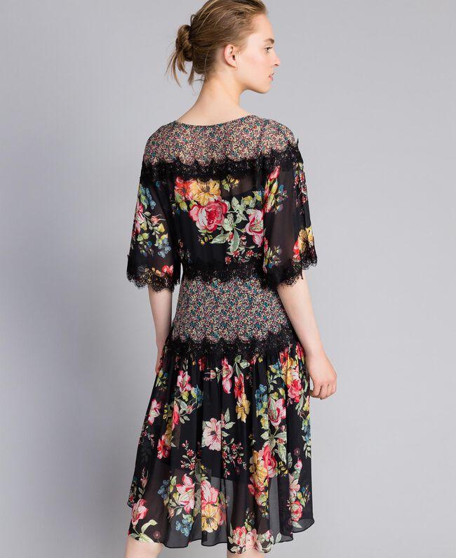 "Kurzes Kleid aus Georgette mit Blumenprint Print ""Flower Patch"" Frau PA82MD-03"