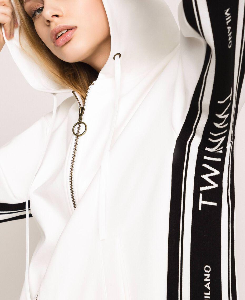 Maxisudadera con logotipo jacquard Marfil Mujer 201TP2070-01
