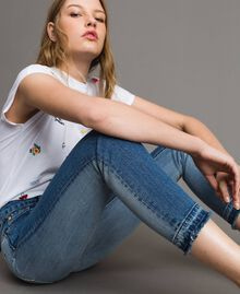 Skinnyjeans mit ausgefranstem Beinabschluss Denimblau Frau 191MP2473-04