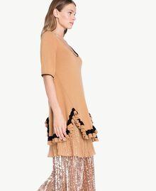 Kleid mit Rüschen Honigbeige / Schwarz PA7341-02