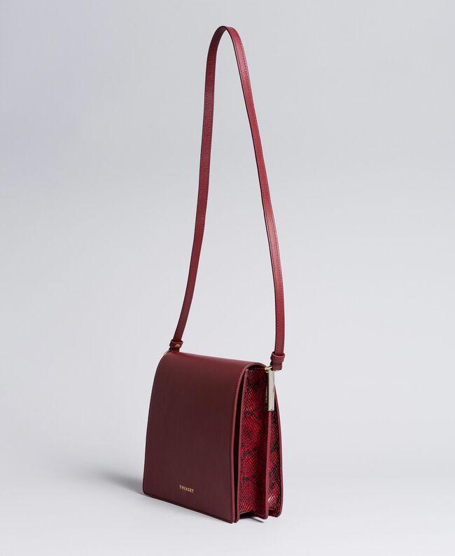 Grand sac à bandoulière en cuir lisse et animalier Bicolore Bordeaux / Python Bordeaux Femme AA8PG3-01
